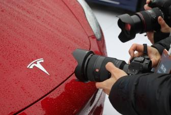 受Autopilot安全性调查等因素影响 特斯拉股价大跌7.46%-企查查